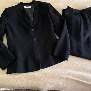 Size 8 Tahari Arthur Levine Pants Pant Suit Lined